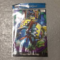 Album Collector Pokémon avec Booster et Poster (Anglais)